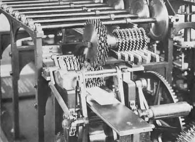 Close view of the printing mechanism of the machine of Scheutz