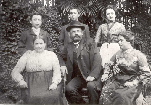 Dr. Antonin Čapek and his family, Upice, beginning of 20th century