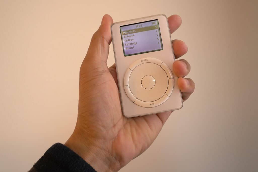 hand holding the first generation ipod